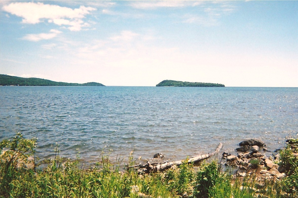 Lake_Superior_from_Grand_Portage,_MN,_2008_-_panoramio